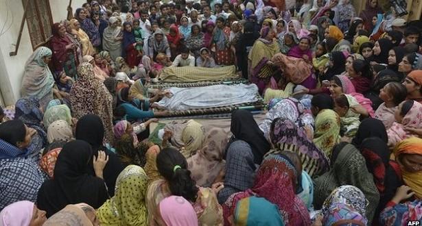 pakistan genç kadın yakılarak katledildi
