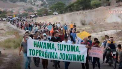 Photo of Dikili'de kum ocağına isyan eden köylüler eylemde!