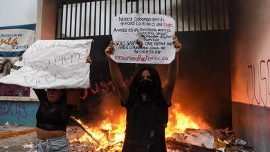 Photo of Polis, kadın cinayetleri protestosuna ateş açtı