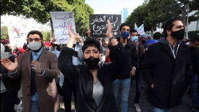 """Photo of Tunus'ta halk """"Ne polis ne İslamcılar! Halk devrim istiyor"""" sloganıyla sokaklarda"""
